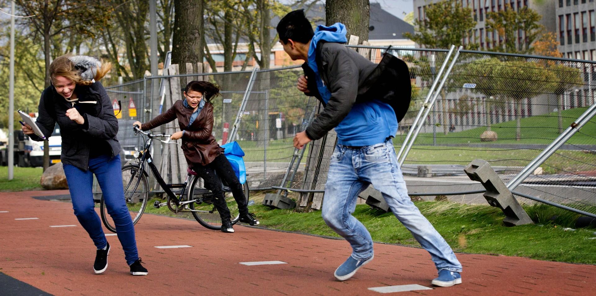 Zeer zware windstoten op TU Delft campus