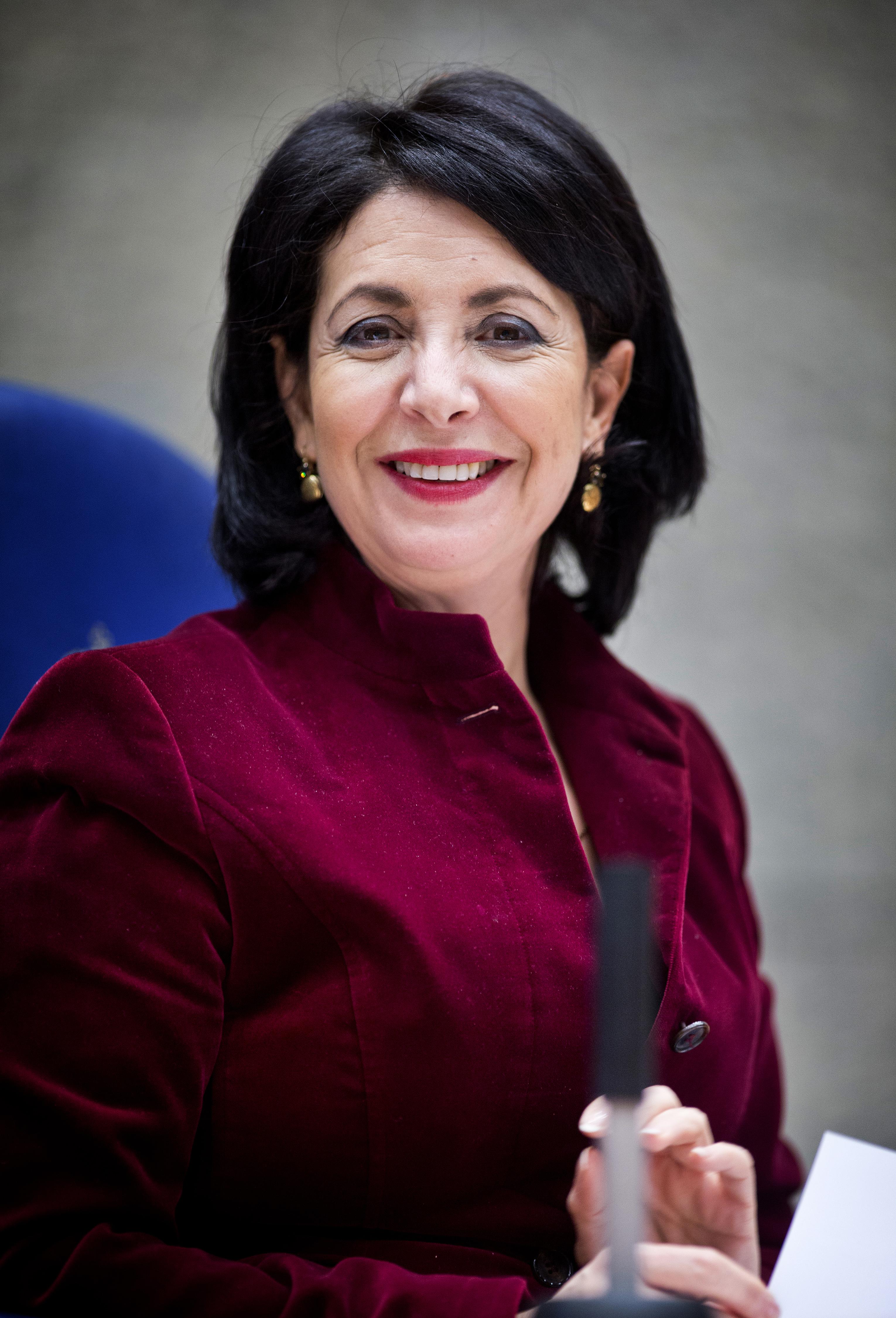 ## VRIJE FOTO ## DEN HAAG - Portret Voorzitter tweede kamer Khadija Arib (PvdA). Kamerleden in de tweede kamer tijdens het vragenuurtje. - FOTO GUUS SCHOONEWILLE