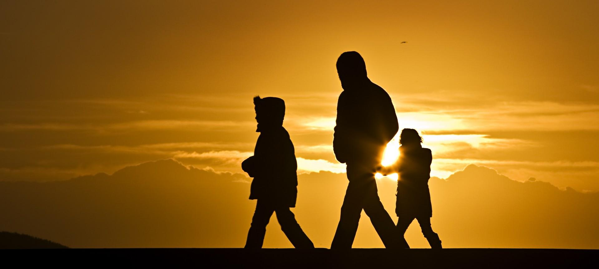 Zonsondergang op pier Scheveningen haven